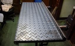縞鋼板階段曲板
